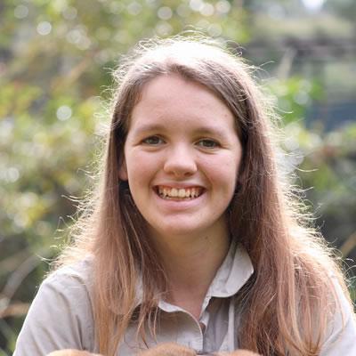 Brooke Barton – Mammal & Bird Keeper
